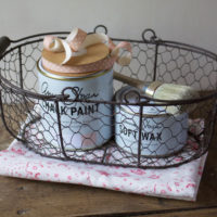 Tutorial barattoli decorati in stile Shabby Chic – Chalk Paint e cesto in fil di ferro
