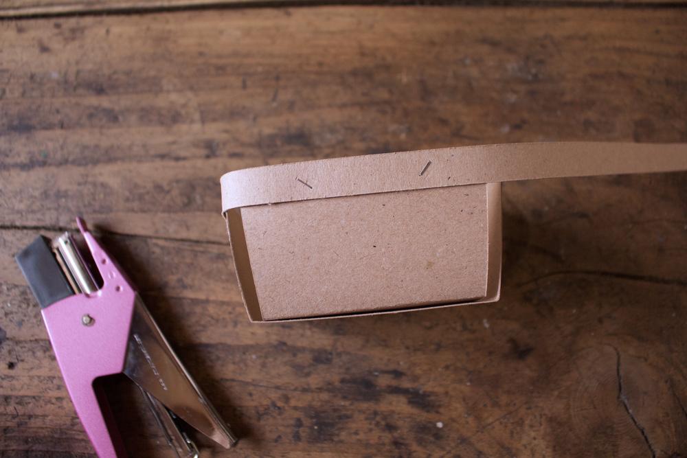 Cestino di carta per la frutta - fissare il bordo - Tutorial Lily&Sage Design