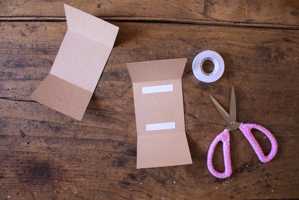 Cestino di carta per la frutta - mettere nastro biadesivo - Tutorial Lily&Sage Design