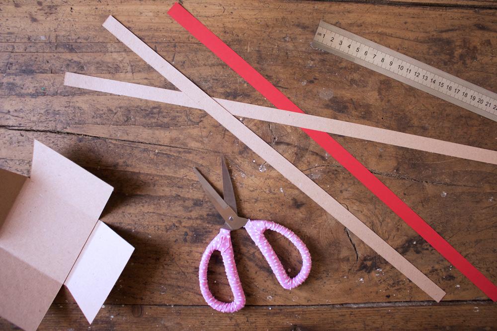 Cestino di carta per la frutta - ritagliare strisce di cartoncino - Tutorial Lily&Sage Design
