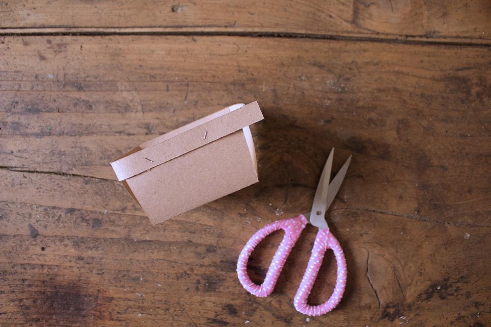 Cestino di carta per la frutta - tagliare il bordo in eccesso - Tutorial Lily&Sage Design