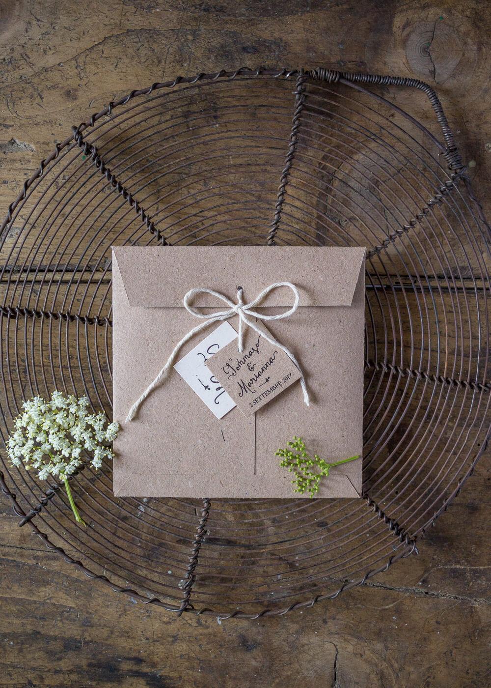 Wedding suite Campagna inglese - Partecipazione di matrimonio, busta speciale e tags in carta riciclata - Lily&Sage Design