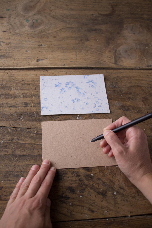 Cartoline fai da te - Cartoline rivestite in tessuto Cabbages&Roses - Tracciare spazi - Lily&Sage Design