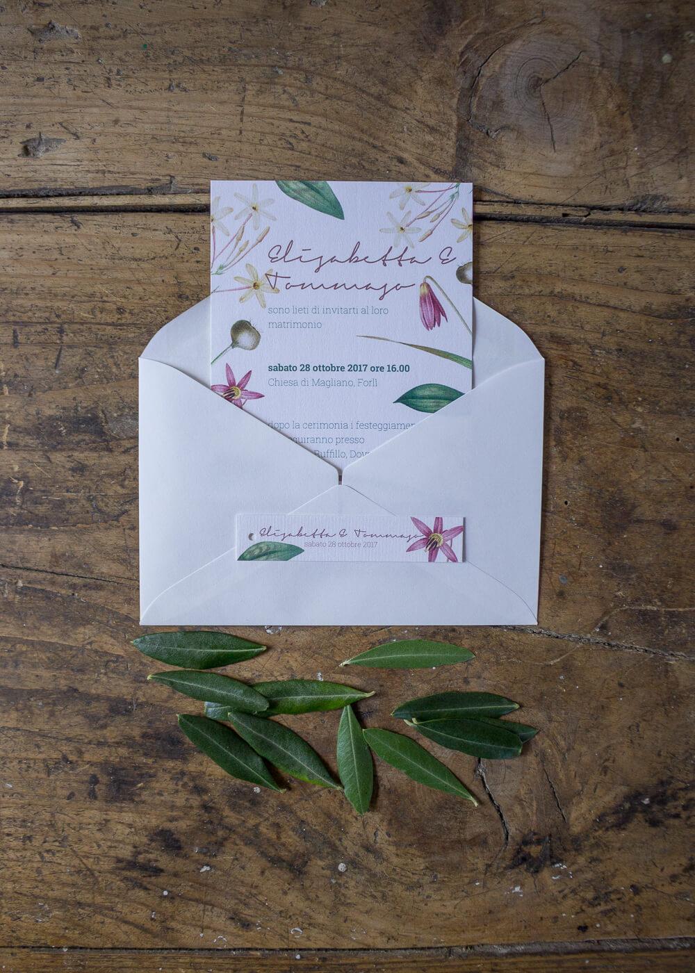 Wedding suite botanica Lillie - Partecipazioni di matrimonio e tag chiudi busta in carta vergata - Dettagli botanici - Lily&Sage Design