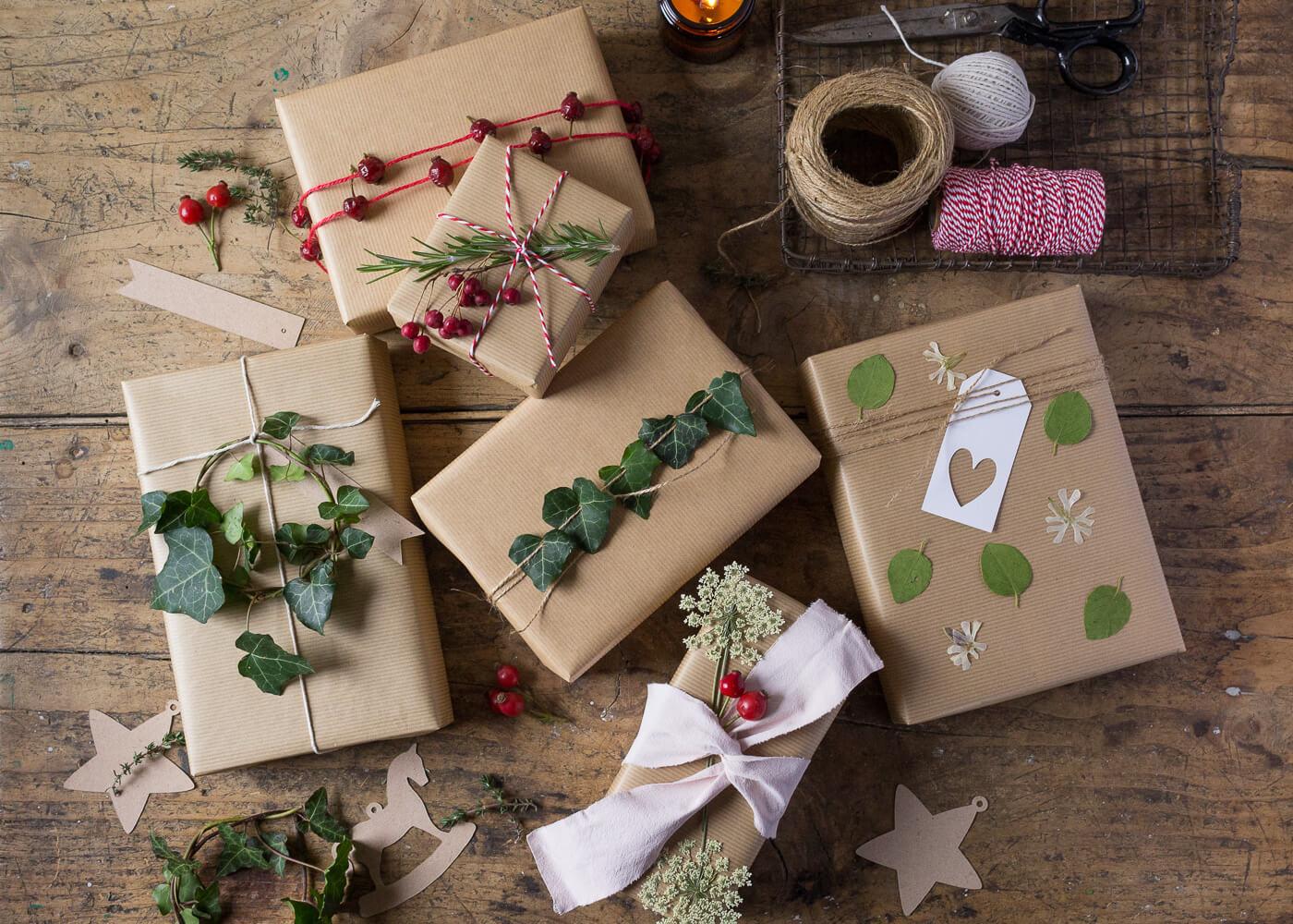 Impacchettare i regali di Natale con il linguaggio dei fiori - Lily&Sage Design